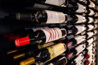印尼男子售卖假酒被美国驱逐.jpg
