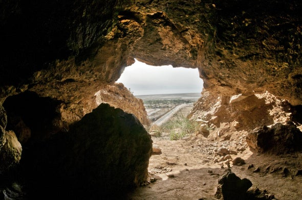 发现死海古卷的昆兰洞穴.jpg