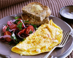 two-cheese-omelette-with-tomato-salad-29569-1_副本.jpg